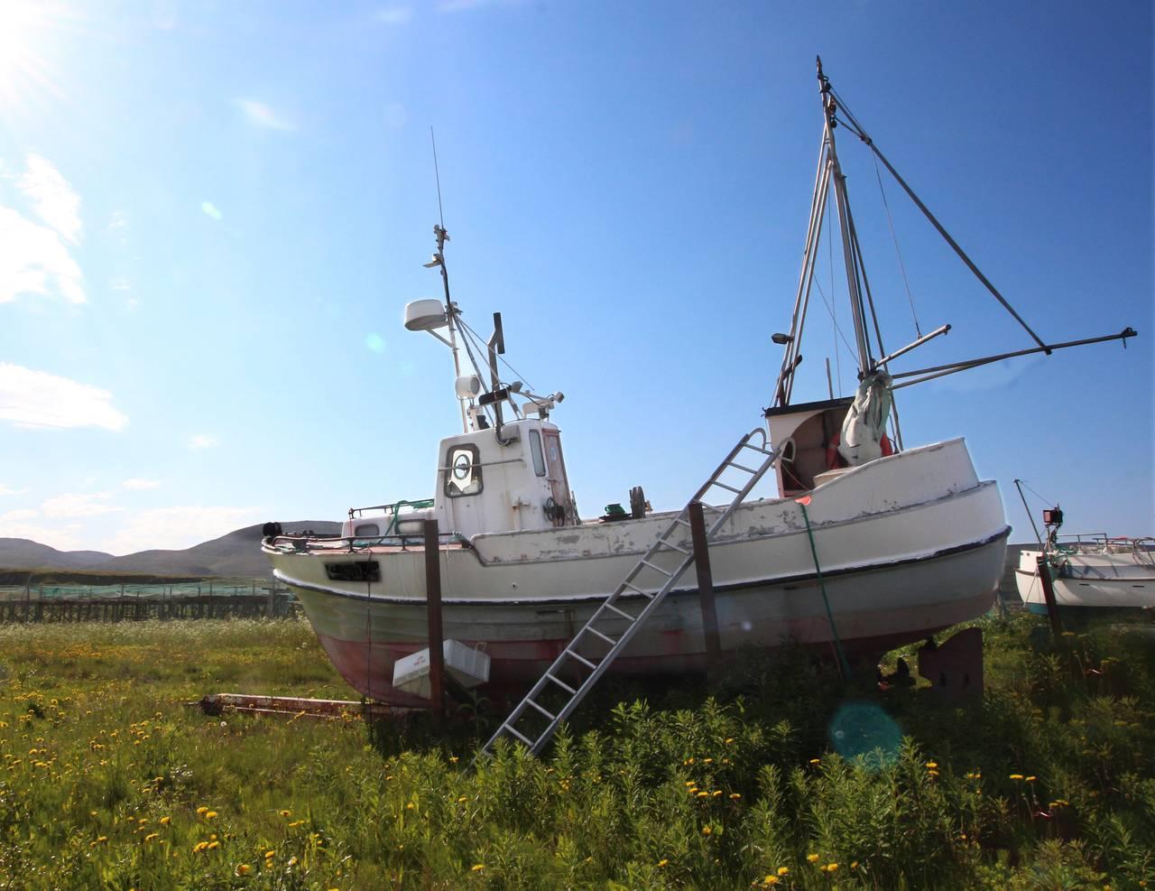 Fiskebåt på land