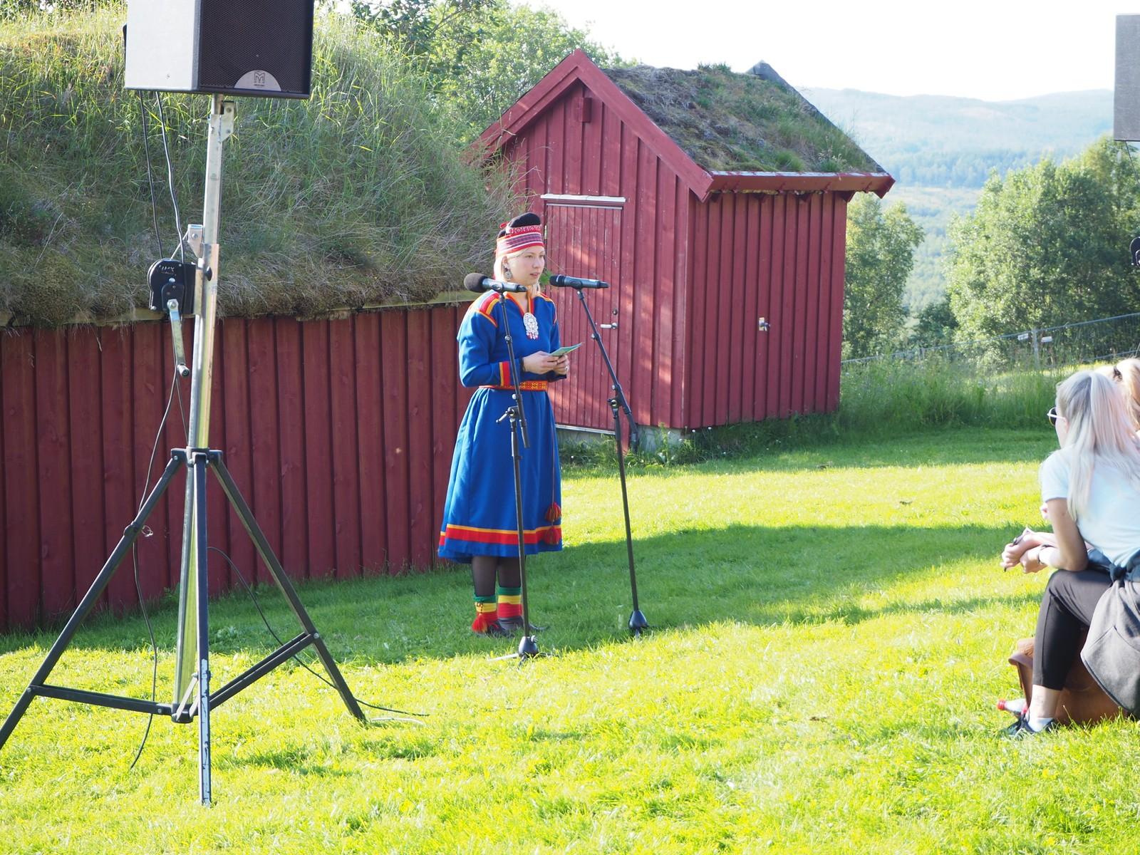 Festivalprodusent Anne Henriette Hætta Reinås åpner festivalen