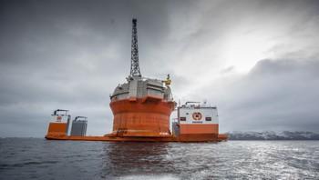 Goliat på vei inn til Hammerfest