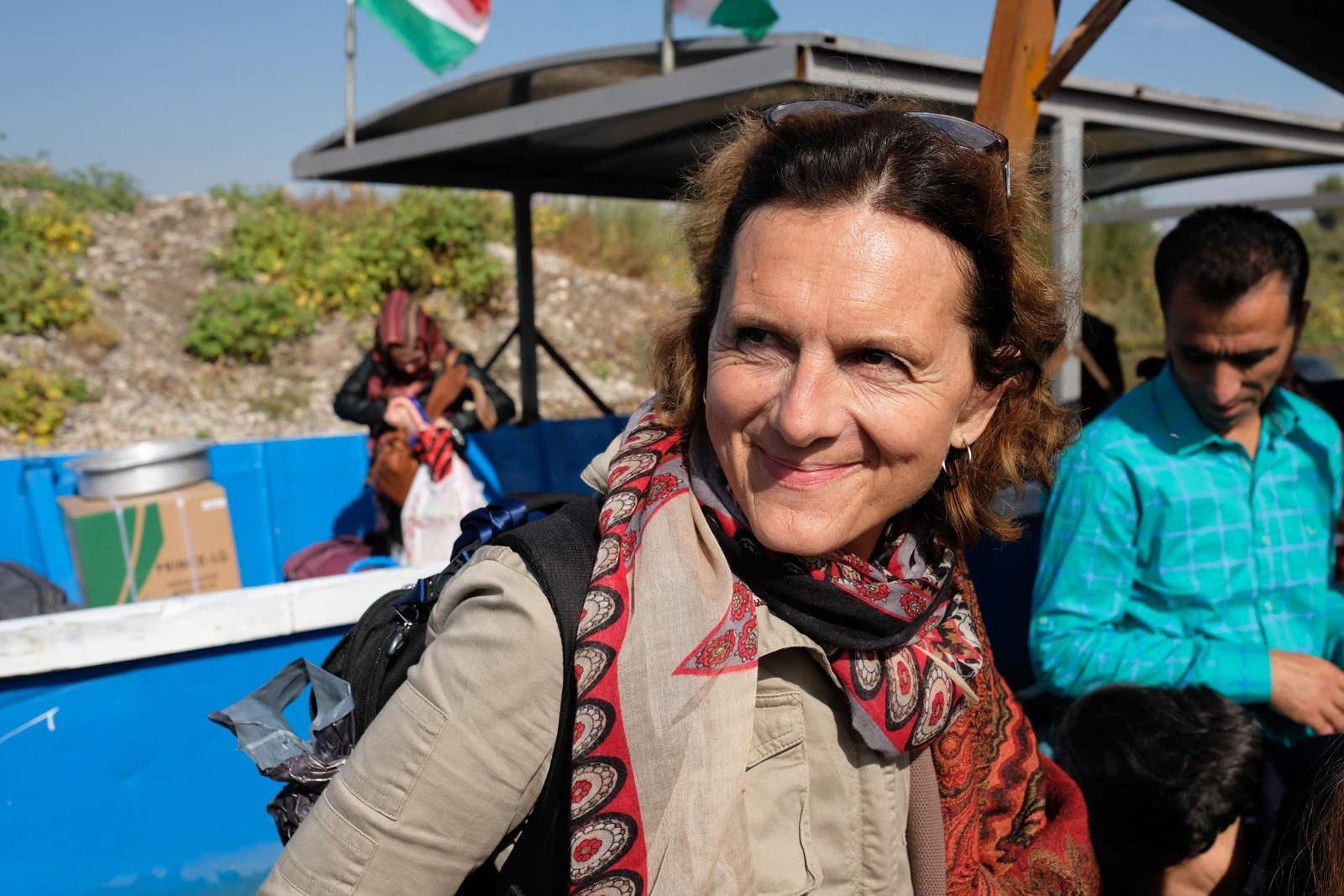 Korrespondent Sidsel Wold er glad. Vi har ventet en uke på tillatelse til å reise inn i Syra. Grensa går langs elva Tigris, og overfarten foregår i åpen båt.