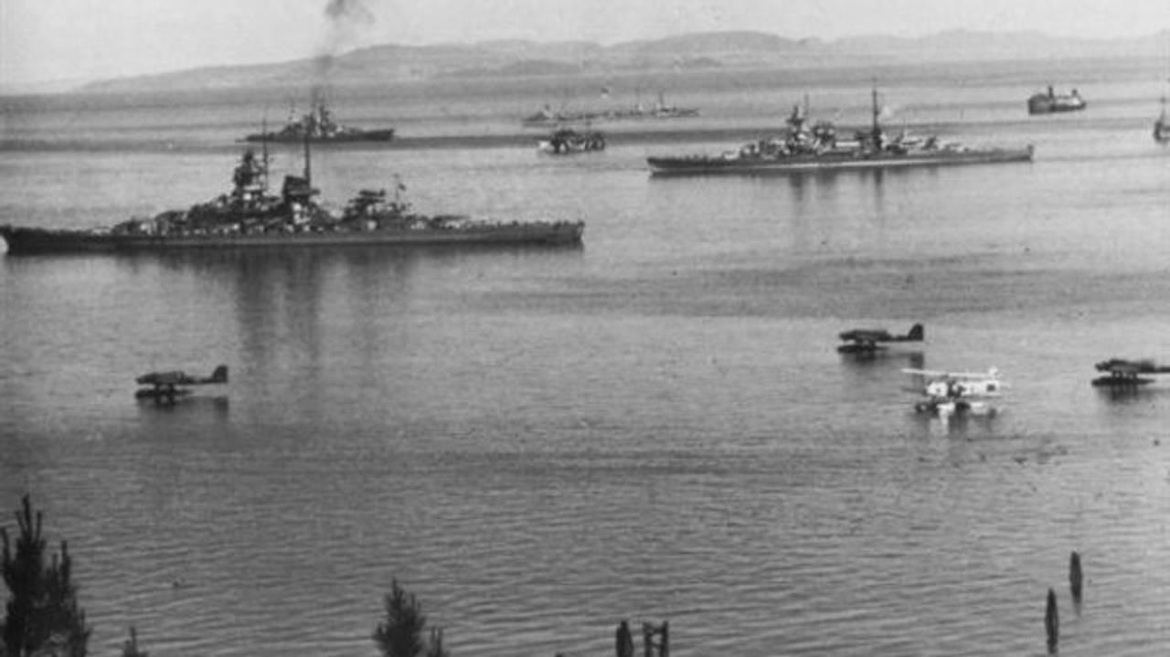 Tyske krigsskip i havna i Trondheim, juni 1940