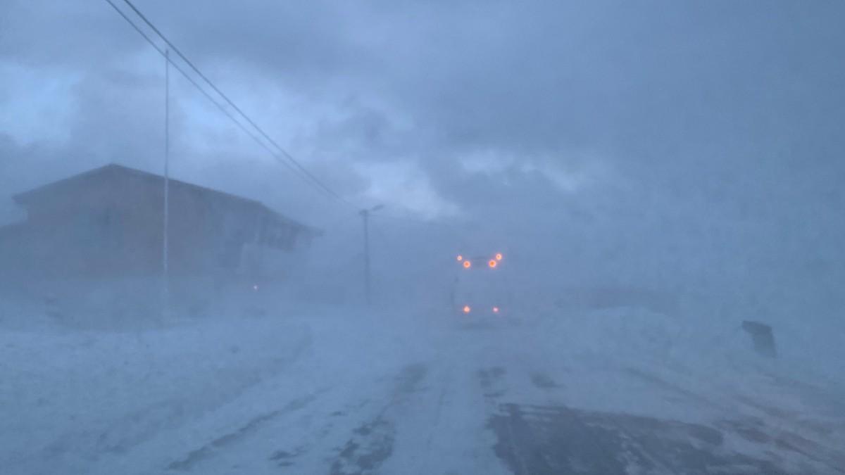 Det er skikkelig snøfokk og dårlig sikt i Gamvik, nord i Finnmark, onsdag formiddag.