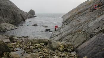 Leter etter savnet fisker