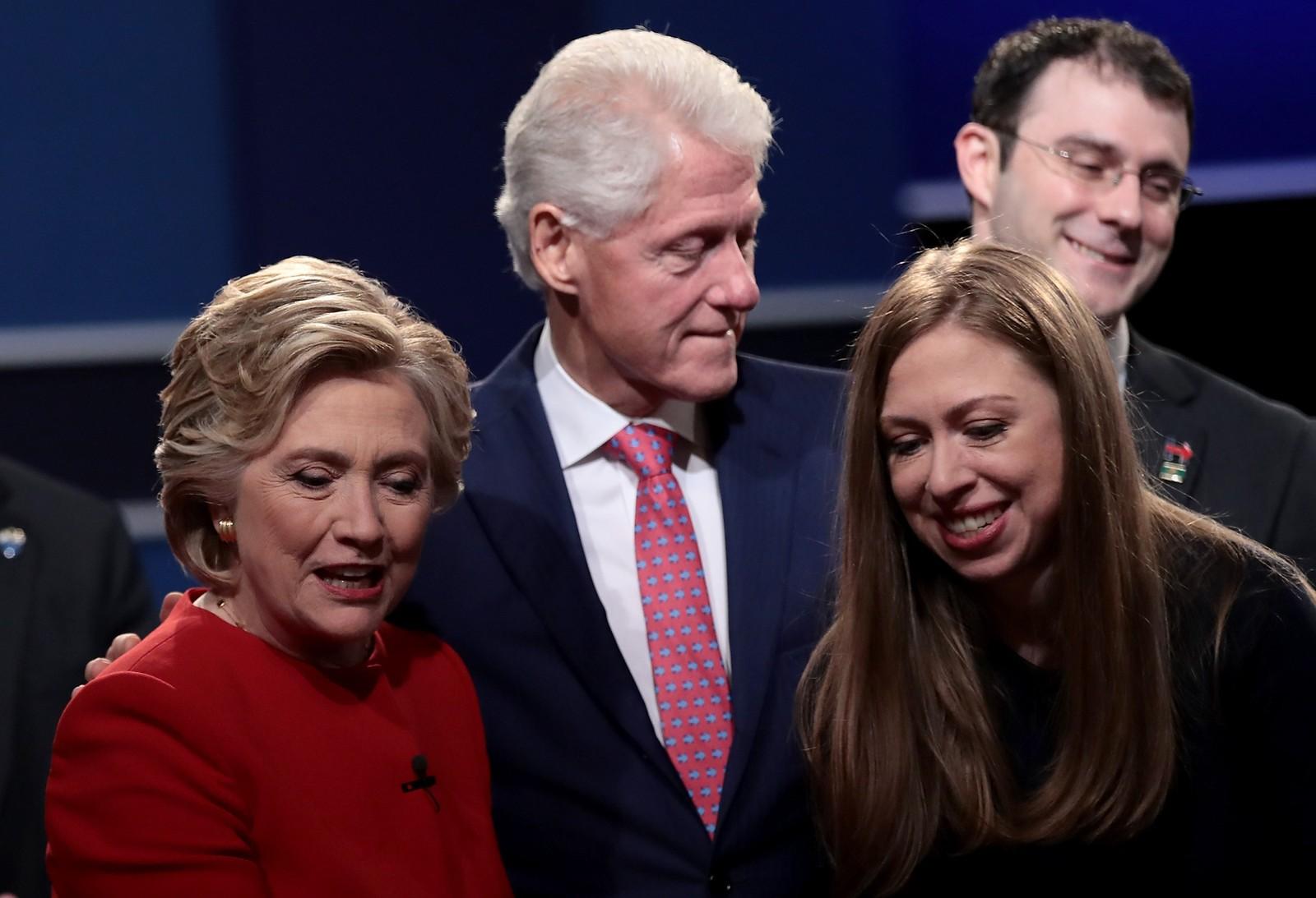 Hillary Clinton med familie: Ektemann Bill Clinton og datteren Chelsea Clinton.