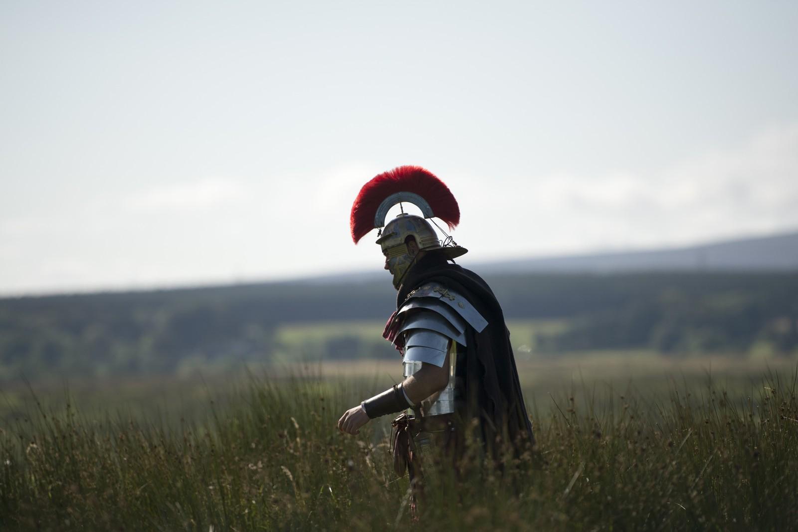Denne mannen var en av mange som kledde seg ut som romersk soldat under arrangementet «Hadrian's wall live» i Nord-England forrige helg. Arrangementet gjenskaper blant annet et berømt slag.