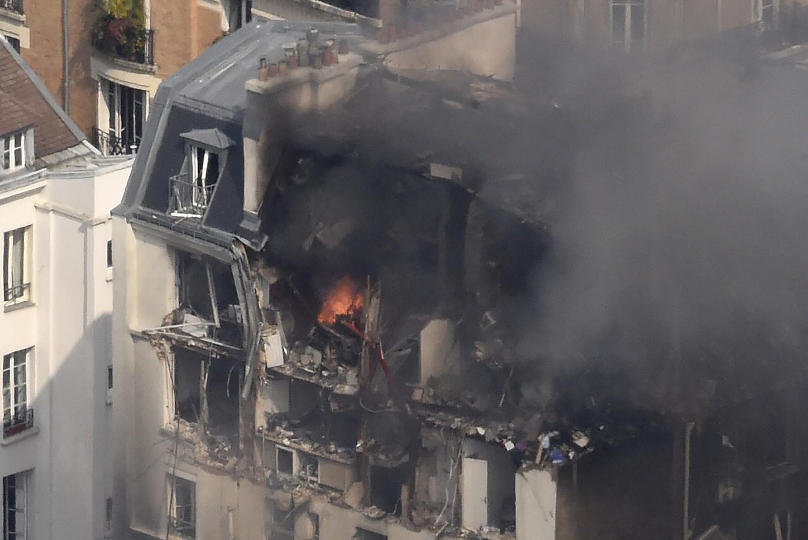 Store deler av bygningen ble ødelagt.