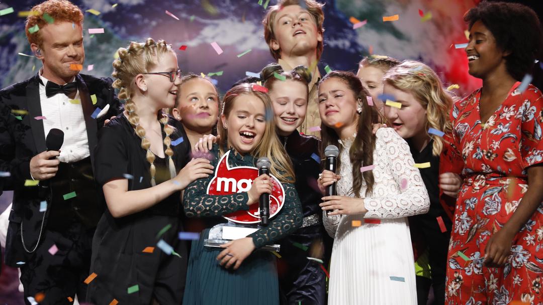"""Bærum 20190525.Årets vinner av MGPjr Anna & Emma fra Oslo med låten """"Kloden er syk"""" på Telenor Arena på Fornebu. Foto: Tom Hansen / NTB scanpix"""