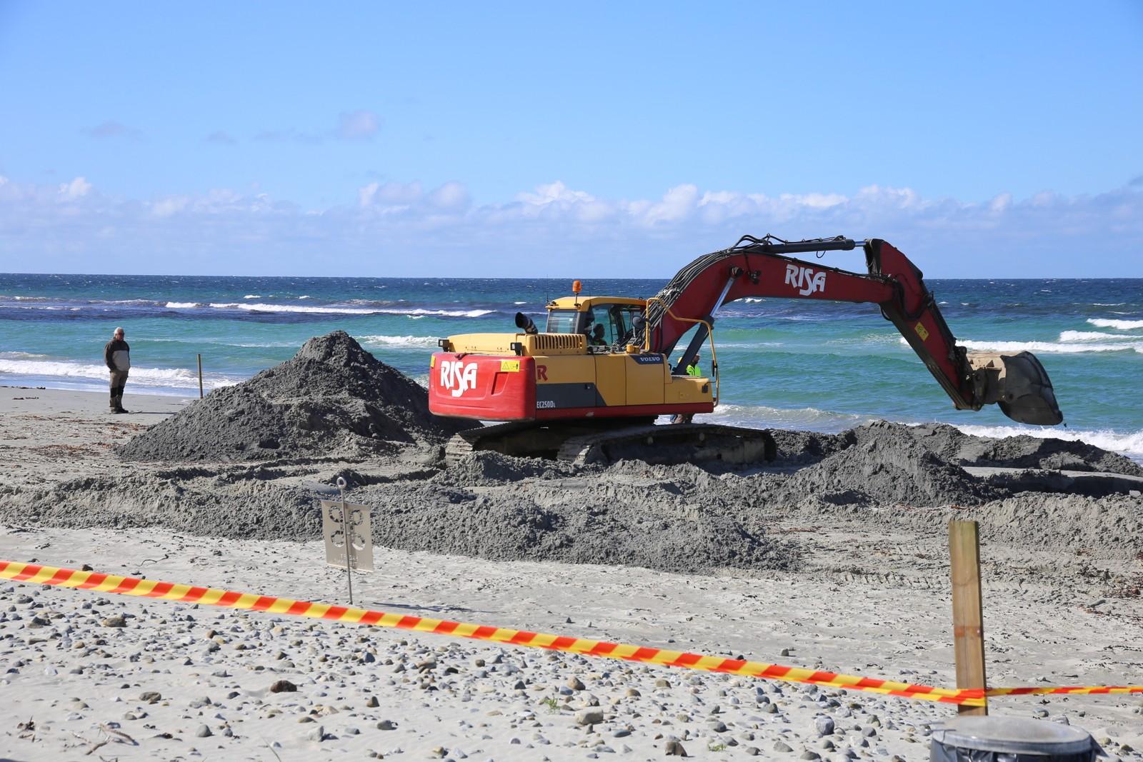 Arbeidet med å grave fram skipsvraket, startet tirsdag klokka 09.