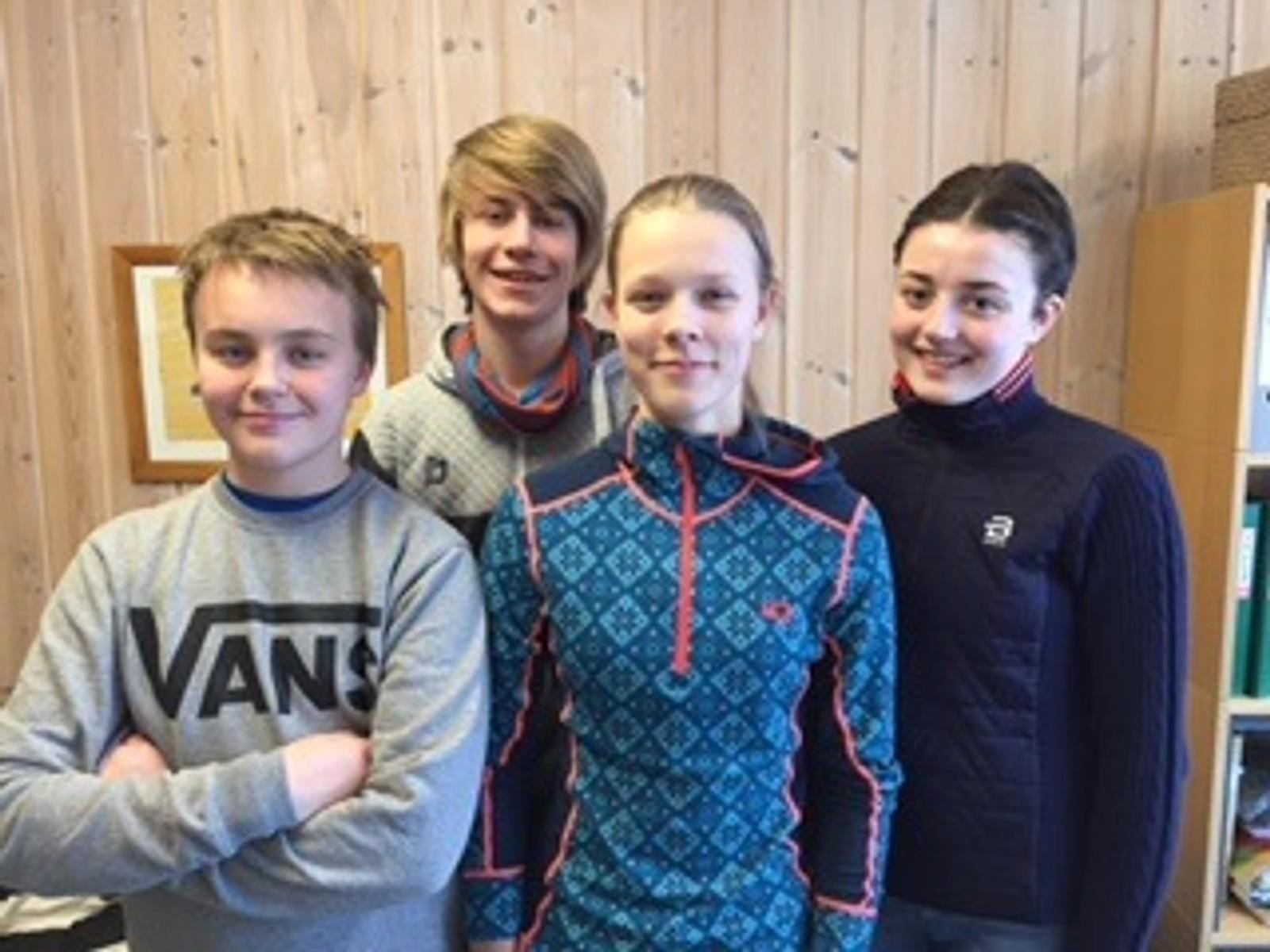 Bak fra venstre: Martinus Grev (reserve), Eirin Berg Lillebråten.  Foran fra venstre: Halvor Gården Sveen og Jorid Skogen Vorkinn fra Vågå ungdomsskole