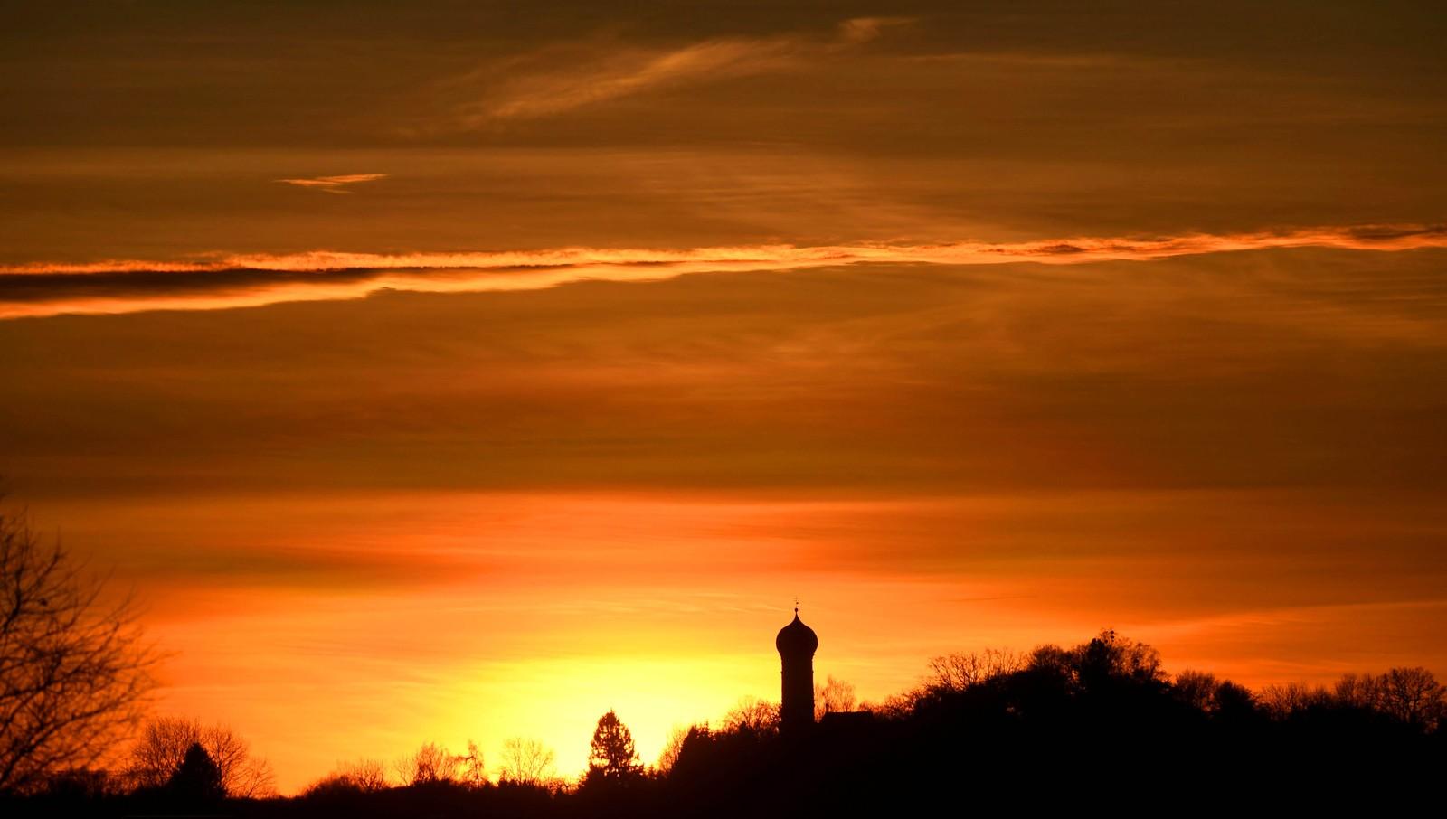 Solnedgang i Puchheim i Tyskland.