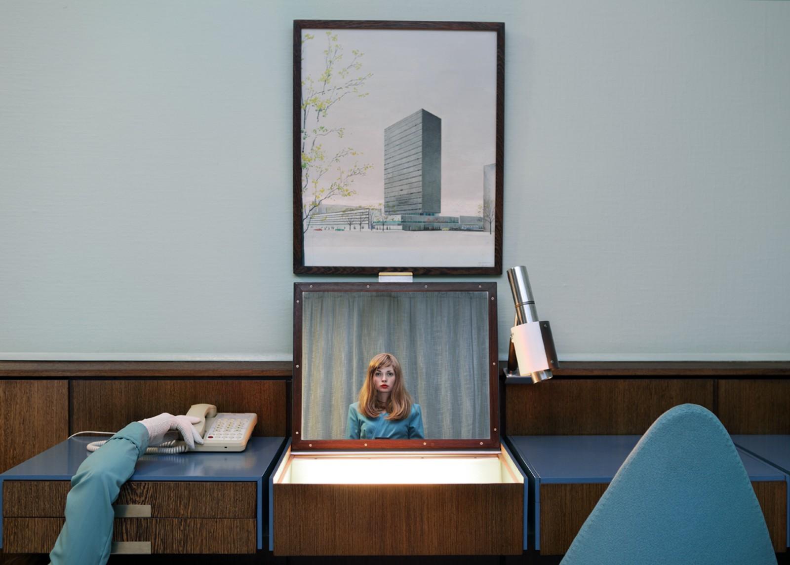 "THE RECEPTIONIST: Fra fotoserien ""Starlets"" (2013)."