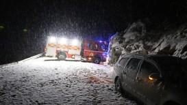 UTFORKJØRING: En brannbil, som rykket ut til en ulykke på Valebøvegen i Skien torsdag kveld, havnet også i fjellveggen.