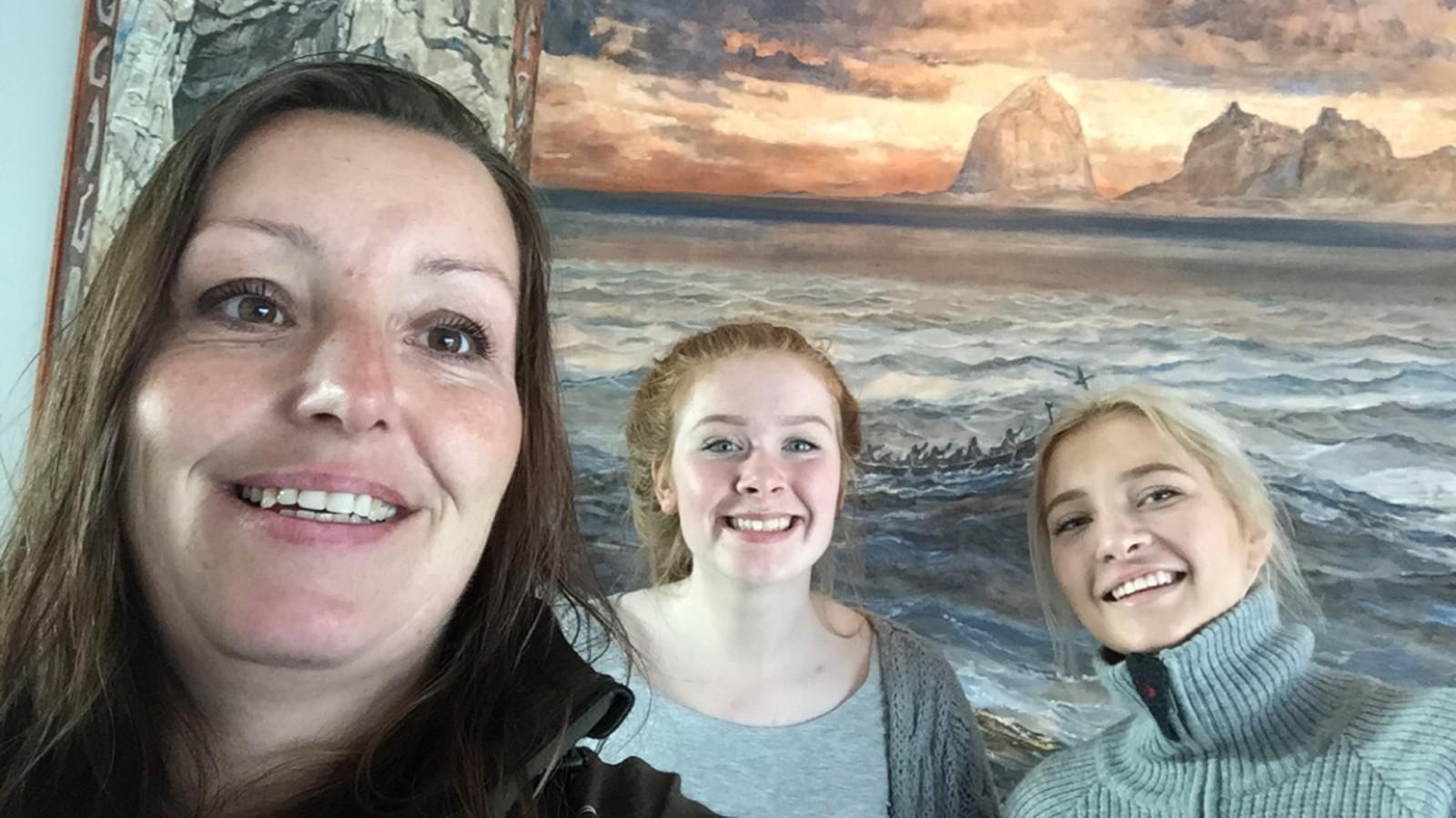 På Træna fikk vi med oss varaordfører Lena Holmen(Sp) på en selfie.