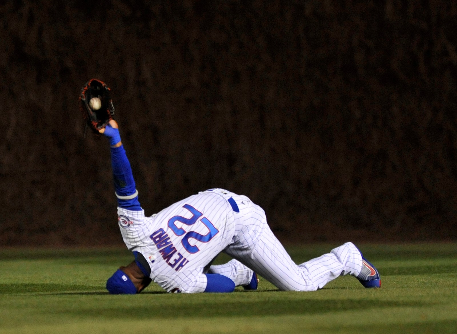 YES! Chicago Cubs-spiller Jason Heyward klarte å fange ballen under onsdagens baseballkamp mot Cincinnati Reds i fjerde inning. Cubs vant til slutt 9-2.