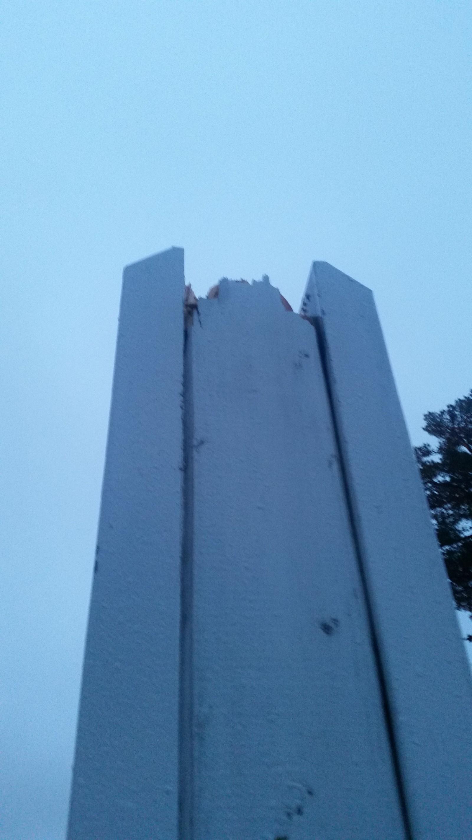 Bilder fra stedet viser punktet der flaggstanga brakk.