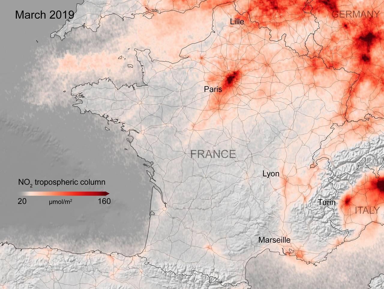 Kart fra ESA som viser konsentrasjonen av NOx-gasser i Frankrike  i mars 2019.