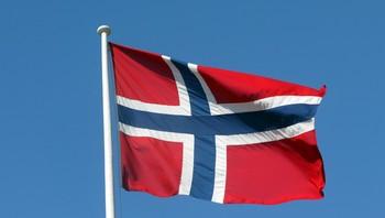 Norsk flagg på flaggstang