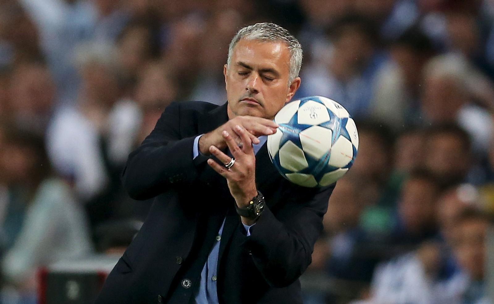 Jose Mourinho og Chelsea var ikke helt venner med ballen da de ble slått av Porto denne uka.