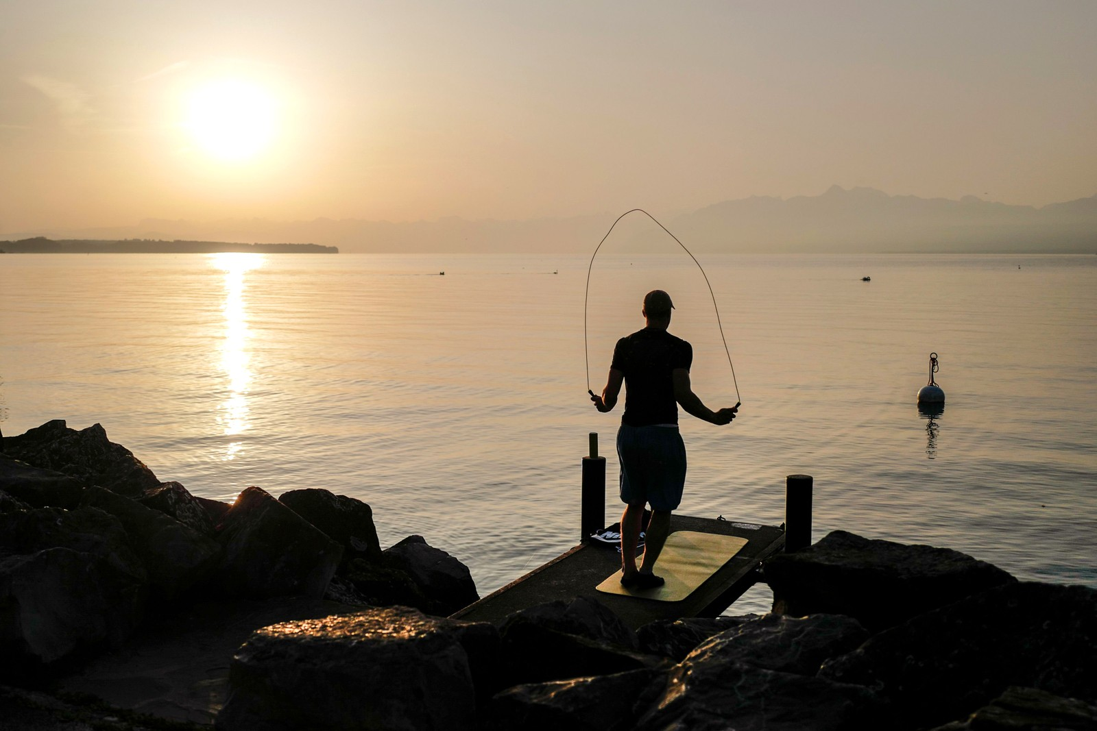 Morgentrening ved Genèvesjøen i Rolle i Sveits.