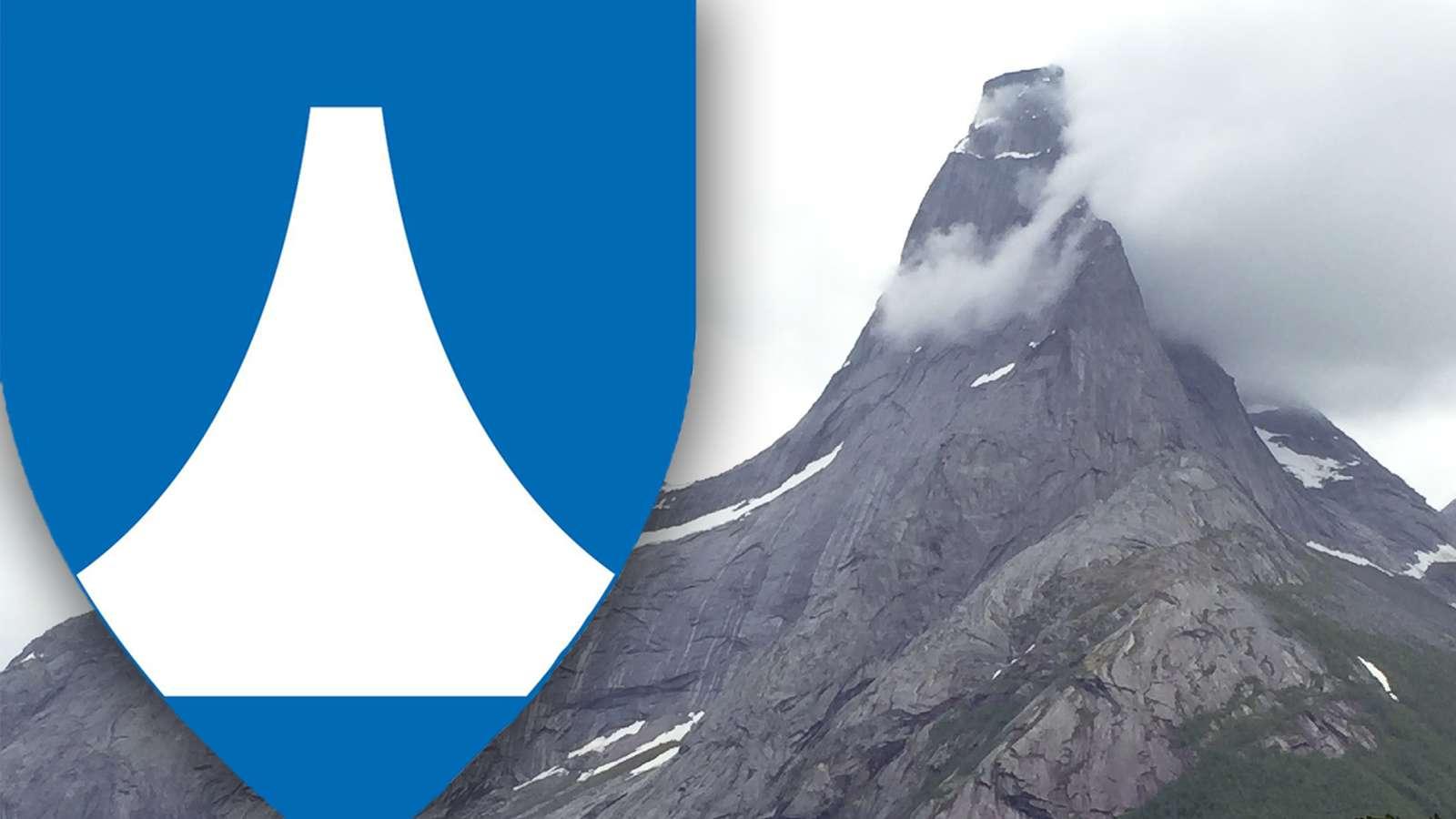 Det foreslåtte kommuneskjoldet for Nye Narvik har en slående formlikhet med fjellet Stetind.