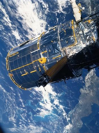 DOUNIAMAG-FILES-US-HUBBLE-SPACE TELESCOPE