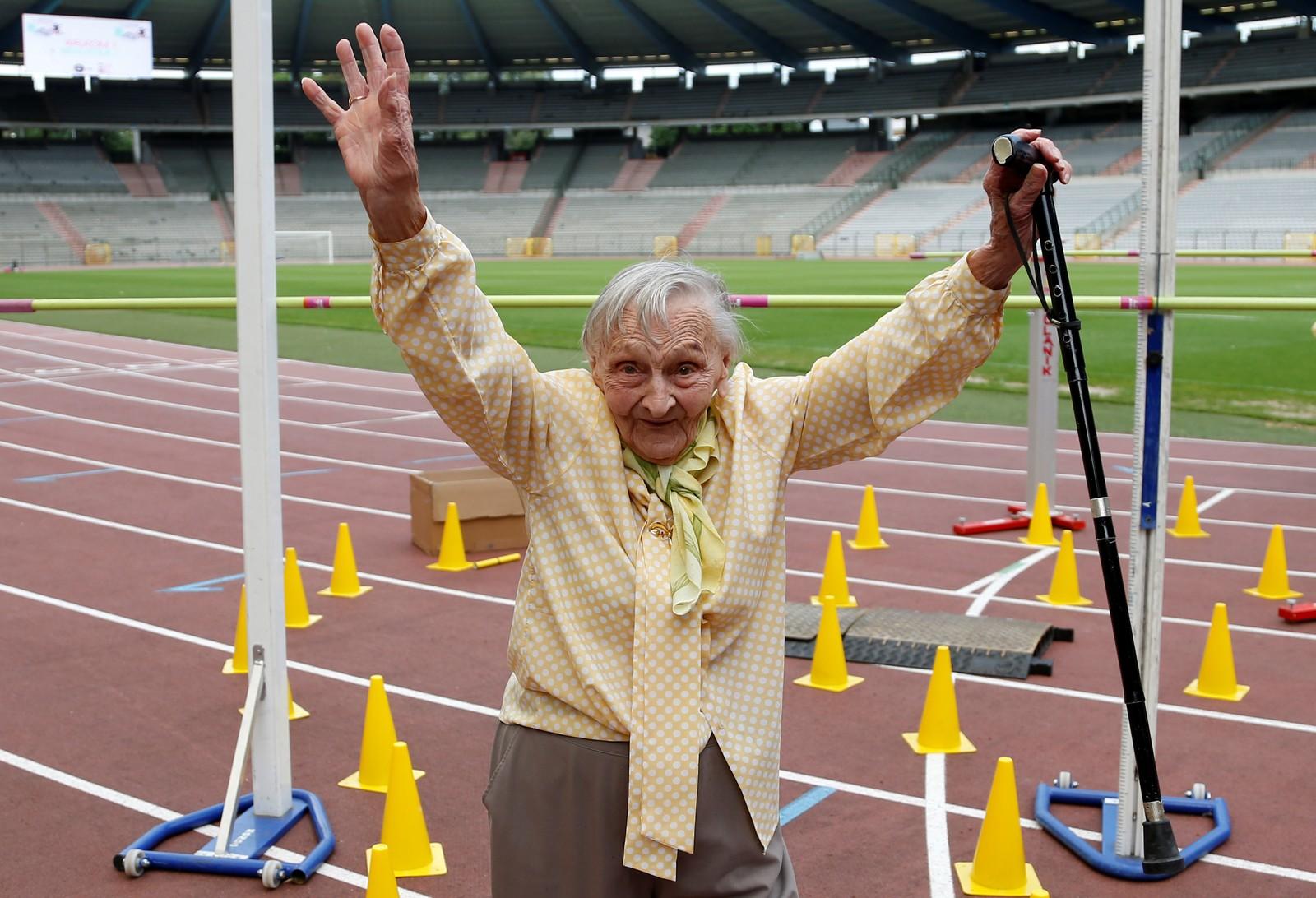 Så glad blir man når krysser målstreken i senior-OL som ble arrangert i Brüssel.