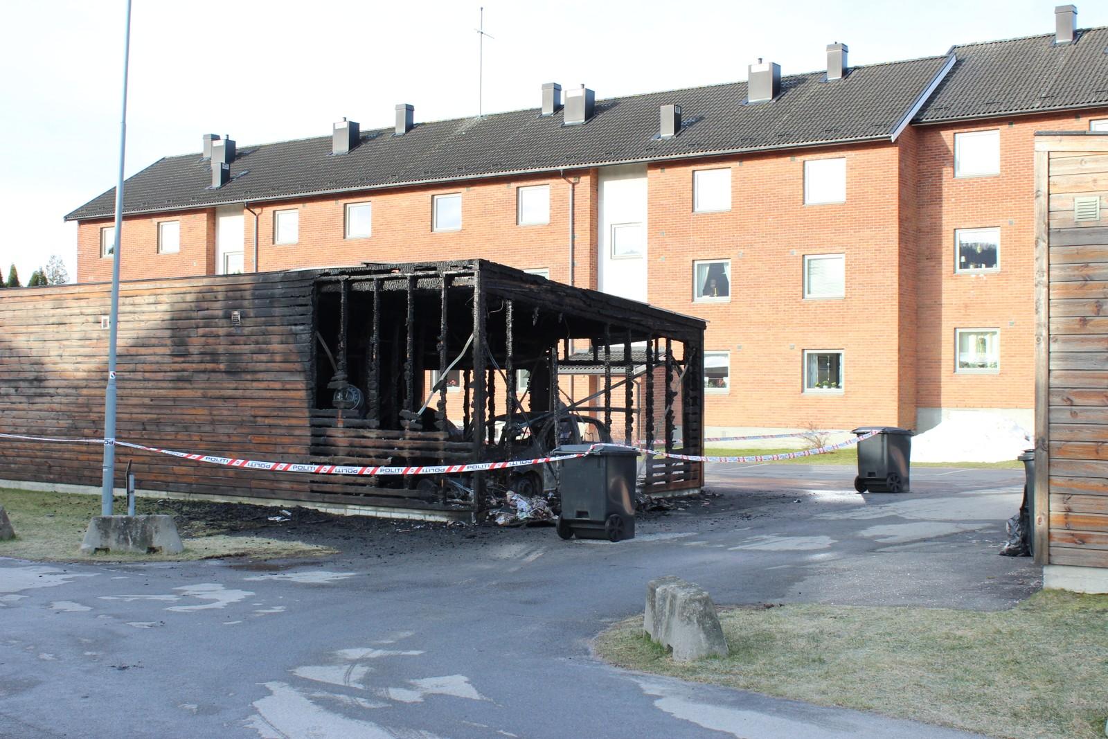 Garasjebygget i Poppelveien har fått store skader.