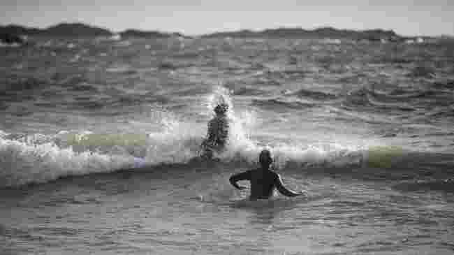 Camilla bryter bølgene