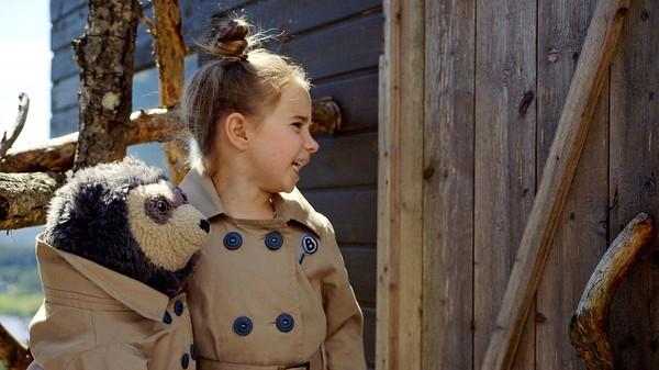 Hvorfor er trehytta til Live låst? Live og Brillebjørn må løse dette mystiske mysteriet. Norsk dramaserie. (4:10)