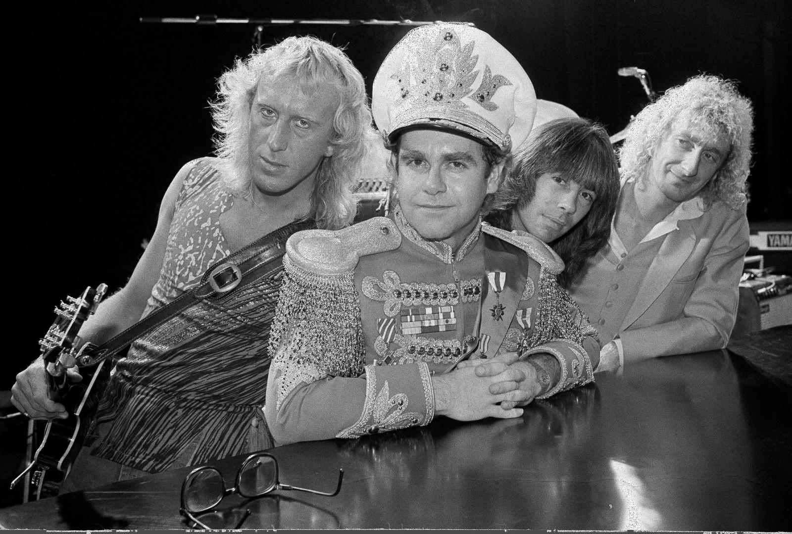 1982: Med dei originale medlemmene i bandet sitt i øvingsstudioet Millwall i London 31. oktober. F.v. Davey Johnston, Elton John, Nigel Olsson, og Dave Murray.