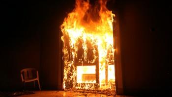 Det amerikanske konsulatet i flammer