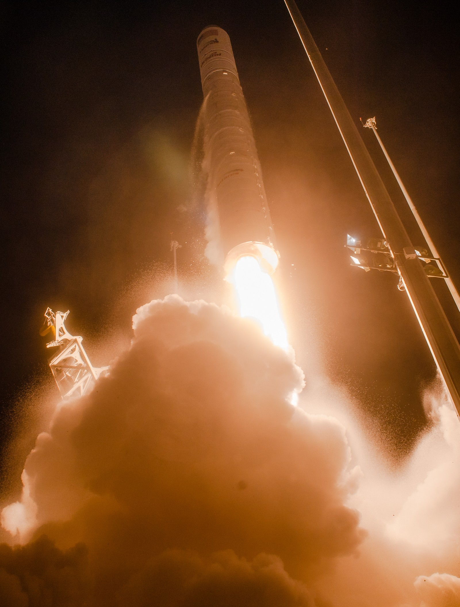 De to russiskbygde motorene yter nå 108% av nominelt maksimum for å løfte den 296.000 kilo tunge raketten.
