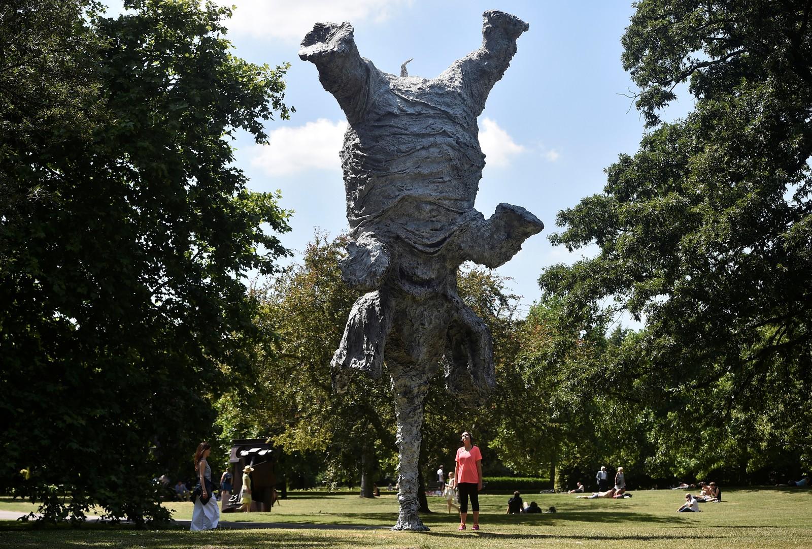 """Det sies at elefanter aldri glemmer, og hadde dette eksemplaret vært ekte ville nok denne opplevelsen festa seg til minnet. Miguel Barcelo står bak skulpturen """"Gran Elefant"""", som er en del av Frieze-utstillingen i London."""