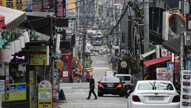 Itaewon-distriktet i Seoul er kjent for sitt natteliv og utstedene ligger tett i tett.