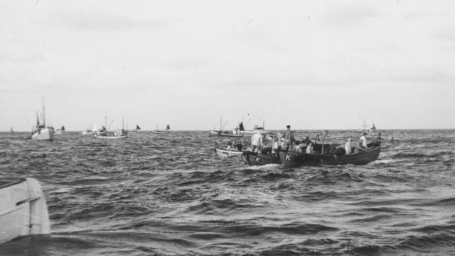 Det kunne vere tett mellom båtane på sildefelta utanfor Florø på 1950-talet. Foto: Odd Standal.