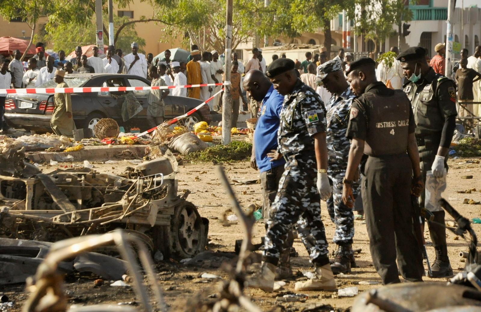 Tryggingspersonell sjekkar åstaden for gårsdagens angrep der rundt 120 menneske mista liva.