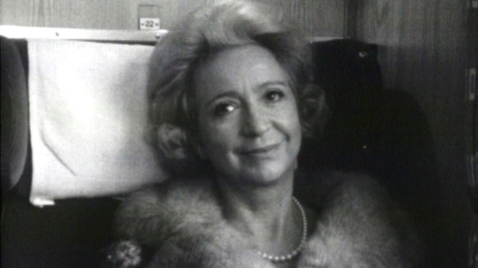 Fru Biksby og skinnkåpen