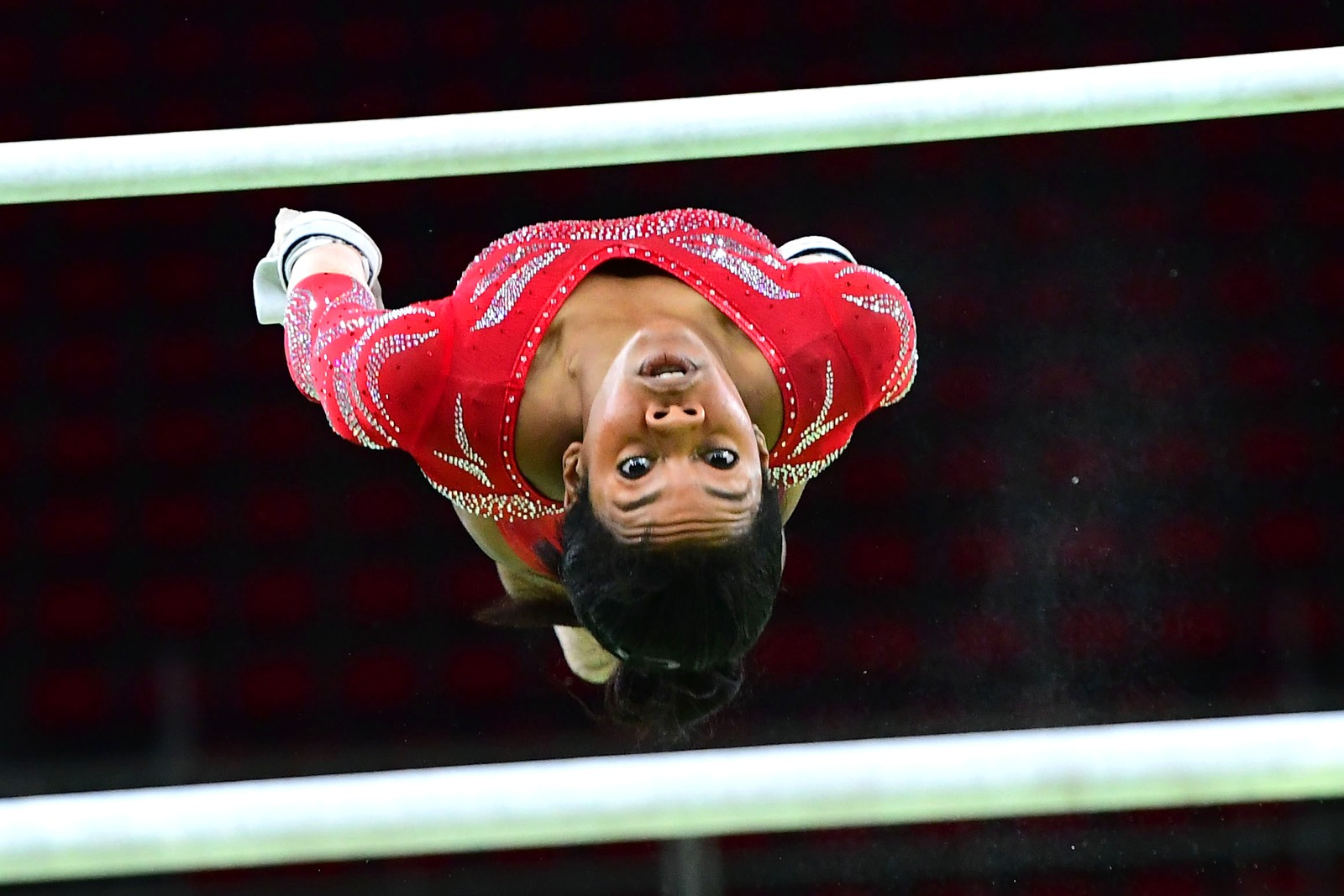 Den amerikanske turneren Gabrielle Douglas trener i Rio de Janeiro den 4. august.