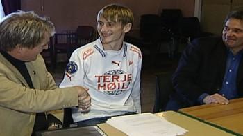 Video Piiroja signerer for FFK - arkiv 2004