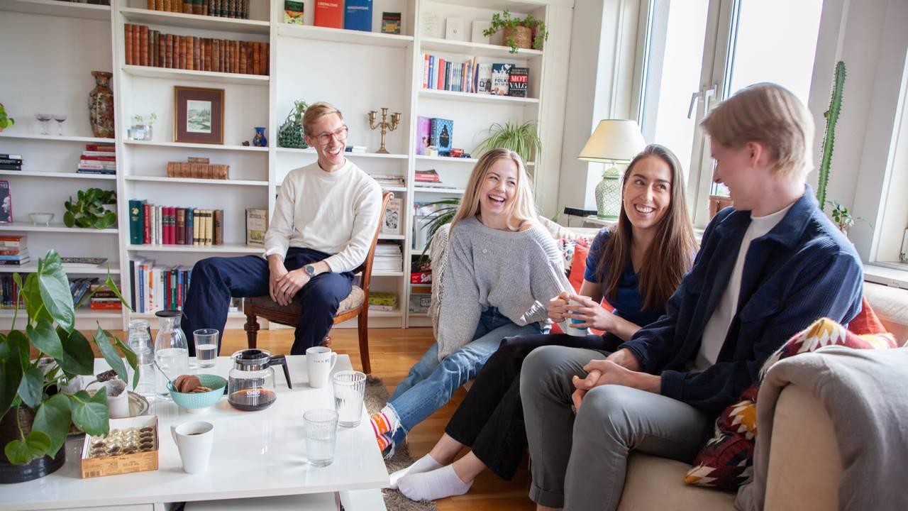 Kollektiv med studenter som gjennomfører semesteret hjemme.