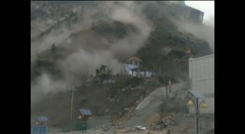 Mobilvideo som viser jordskjelv og ras i Jilong.