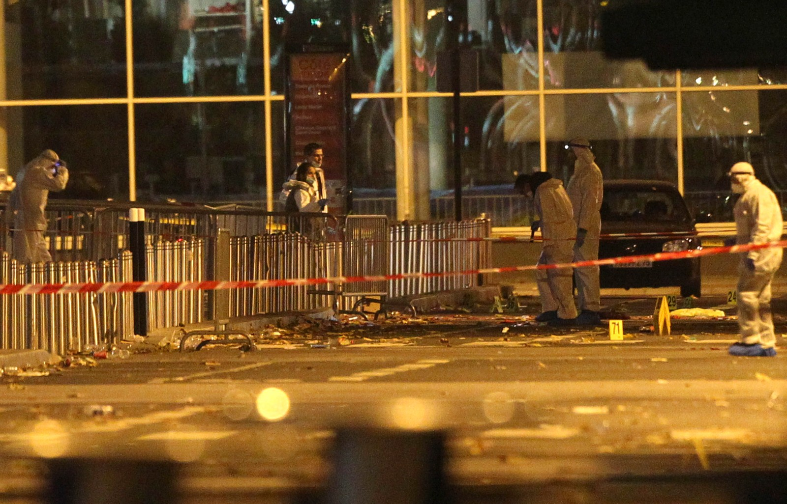 STADION: Frankrikes president Francois Hollande var til stede på Stade de France under landskampen. Politihelikoptre sirklet rundt i lufta da han ble fraktet i sikkerhet, ifølge TV-kanalen i-Tele.