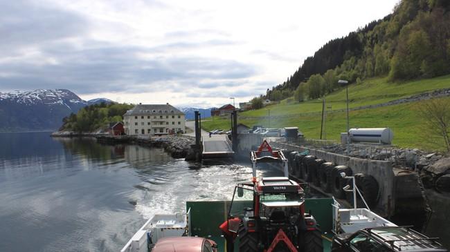 Nordeide har vore utgangspunkt for fleire båtruter. I 2011 går MF Sylvarnes i rute til Måren og Ortnevik. Foto: Kjell Arvid Stølen, NRK.