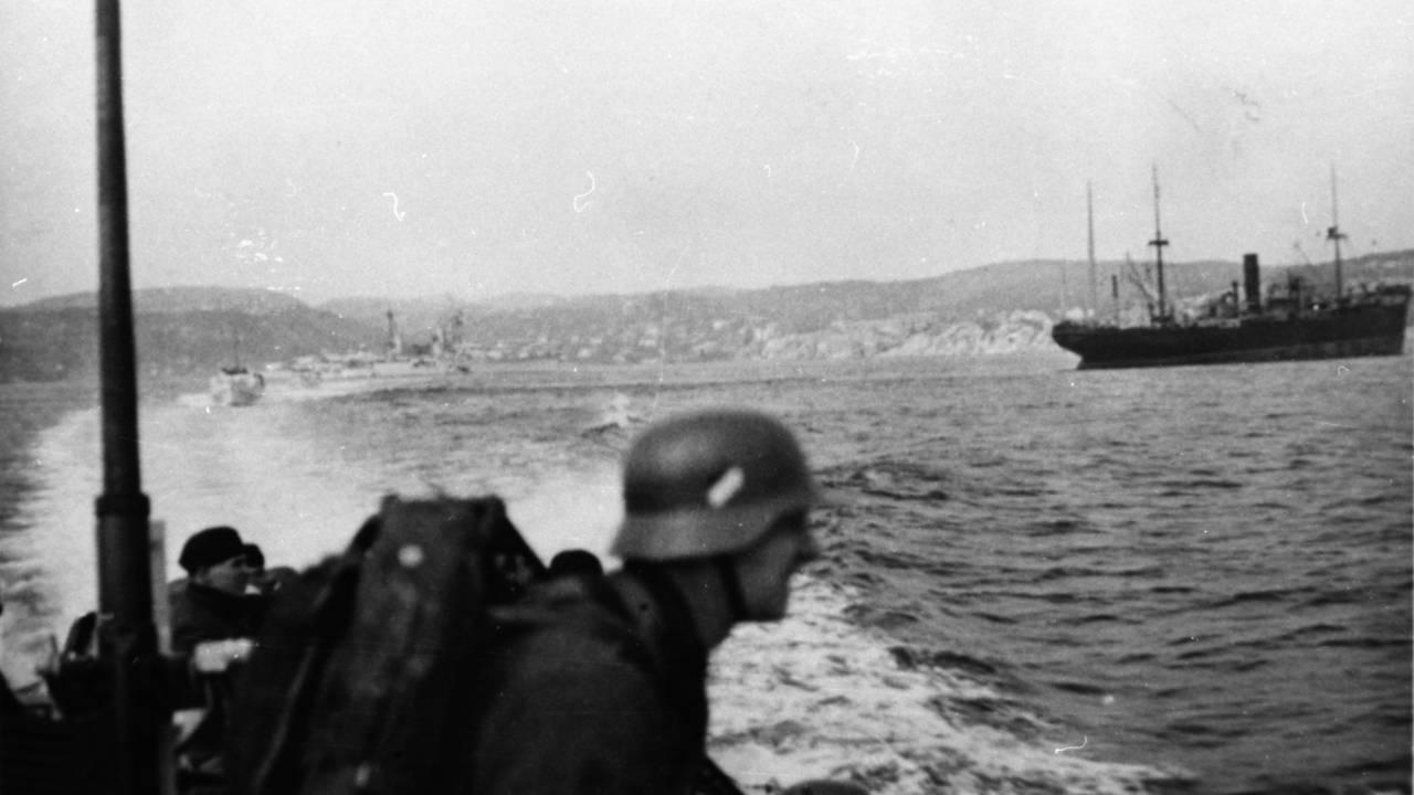 Kristiansand 09-04-1940 med 2 S-Fl og krysser Karlsruhe og DS August Leonhardt