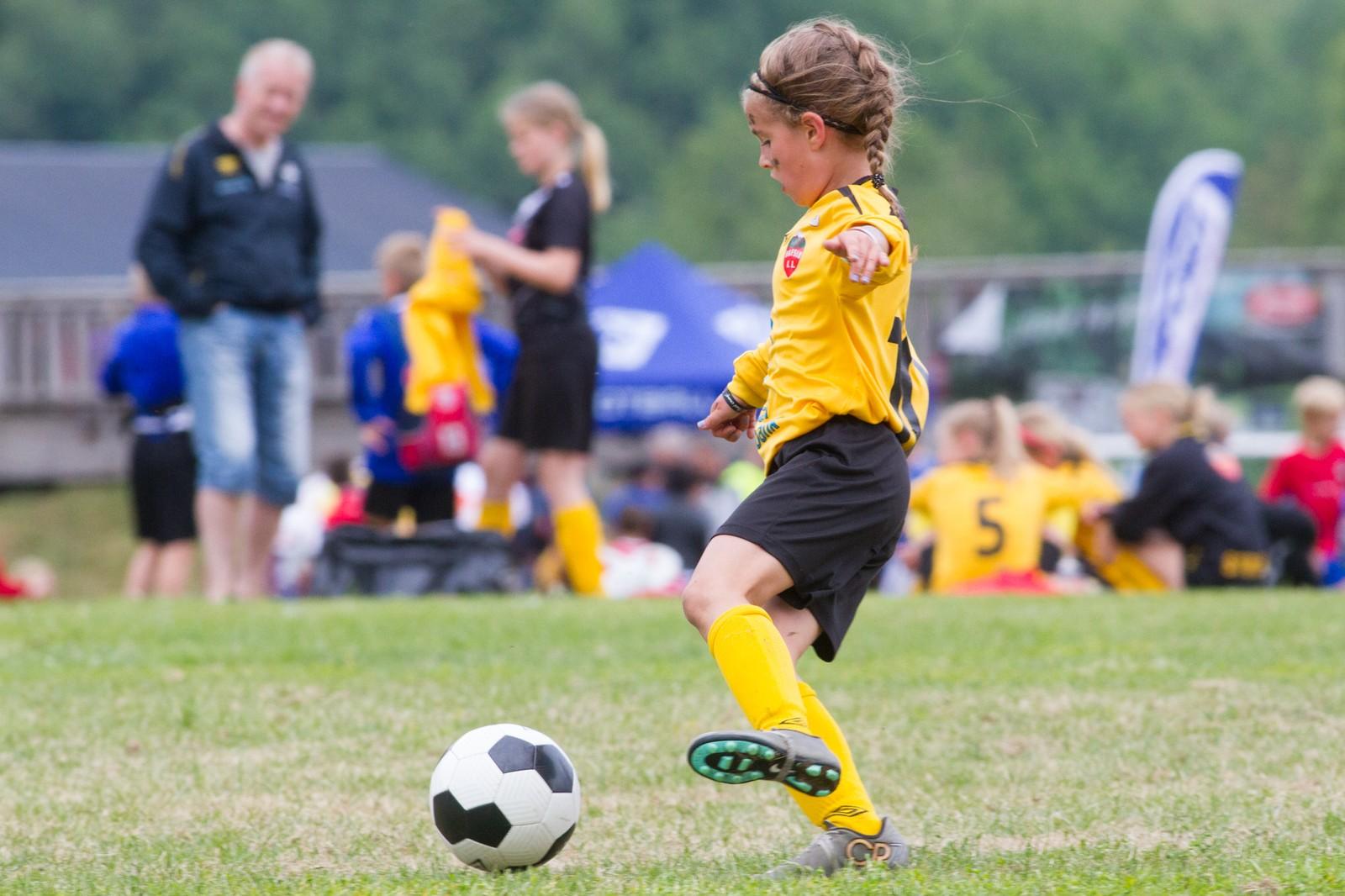 Fotballspelarane er i alderen 10 til 14 år.