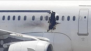 FN-ambassadør Awale Kullane forteller om nødlandingen i Mogadishu etter at flyet fikk et gapende hull på grunn av det som trolig var bombe.