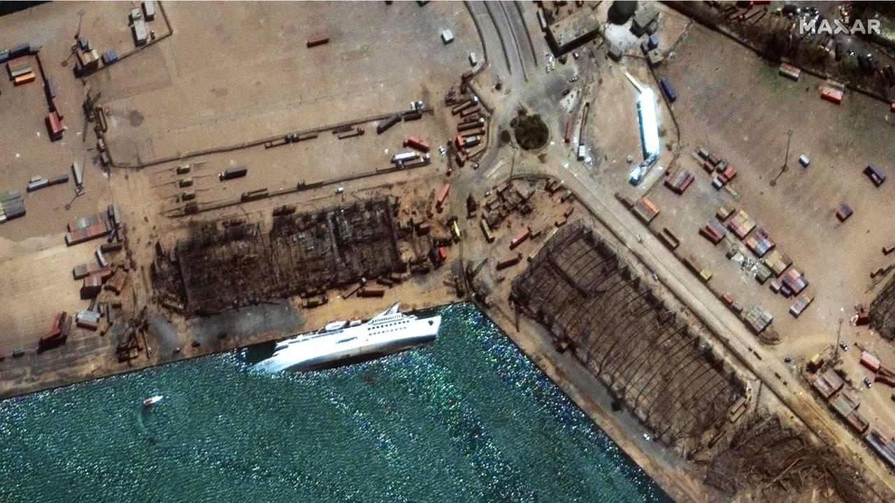 Satelittbilde tatt 5. august av havnen i Beirut med cruiseskipet «Orient Queen».
