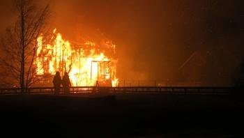 Flammar under brannen på Lærdalsøyri