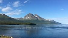 Flere varmerekorder står for fall i nord. I Troms passerte gradestokken 30 allerede klokken 11 tirsdag formiddag.