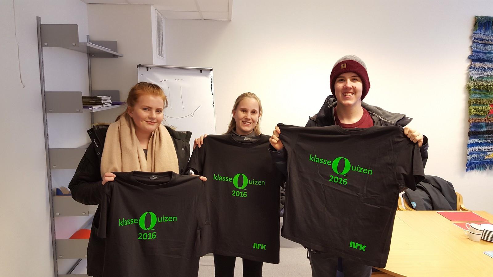 Nora Olsen Myhren, Ingjerd Edledotter Megaard og Trym Brattrud Borgen fra Moelv ungdomsskole fikk tre rette i Klassequizen